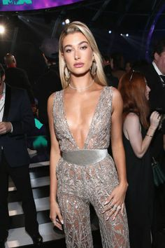Hailey Baldwin || The 2017 MTV Video Music Awards (August 27, 2017)