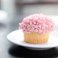 pink ruffle frosting. #cupcake #pink #ruffle #frosting