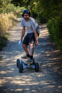 The all-terrain, all-powerful Dominator Pro electric skateboard or how too look like a huge dork. This thing is ridiculously out of proportion.