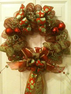 MY FAVORITE CHRISTMAS WREATH! IN POLY DECO MESH