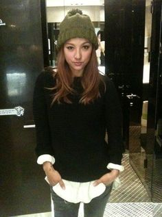 nice outfit and hair.. Lee Hyori