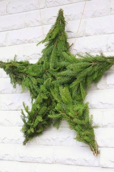 Check Out 23 Natural Christmas Decorations For Your Home. Simple holiday decorating touches bring Christmas to the quiet vintage style of this antique-white home. Office Christmas Decorations, Diy Christmas Garland, Holiday Wreaths, Christmas Crafts, Holiday Ideas, Natural Christmas, Green Christmas, Christmas Design, Simple Christmas