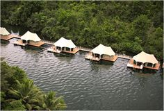 4 RIVERS FLOATING ECO LODGE | CAMBODIA | The 4 Rivers Floating Eco Lodge in Cambodia is unlike any place you´ve stayed before. The environmentally friendly resort has 12 stylish water bungalows, guests can kayak to the waterfall, have hiking tours through the forest, massages, bathe in natural pools and savor excellent Asian dishes.