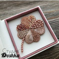 Bead Embroidery Jewelry, Beaded Embroidery, Hand Embroidery, Loom Beading, Beading Patterns, Bead Crafts, Jewelry Crafts, Brooches Handmade, Handmade Jewelry