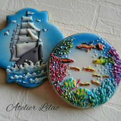 Probably be easiest to pipe the fish in white then paint w food colouring, or maybe just the base colour Summer Cookies, Fancy Cookies, Iced Cookies, Cupcake Cookies, Cupcakes, Cookie Frosting, Royal Icing Cookies, Sea Cakes, Biscuits