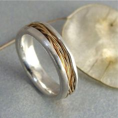 Overlapping layers of 24 gauge, solid gold wire are stacked and intertwined to form this delicate band ring. The straw like wire rests comfortably in the curves, hand-shaped, palladium-silver. The edges of the silver have been folded over for additional Contemporary Jewellery, Modern Jewelry, Metal Jewelry, Jewelry Art, Sterling Silver Jewelry, Gold Jewelry, Jewelry Rings, Jewelry Accessories, Silver Earrings