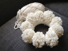 anthropologie pom pom wreath tutorial | calikatrina: POM POM WREATH TUTORIAL