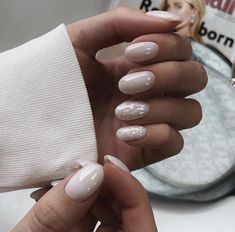 The advantage of the gel is that it allows you to enjoy your French manicure for a long time. There are four different ways to make a French manicure on gel nails. Nail Manicure, Gel Nails, Nail Polish, Acrylic Nails, Glitter Nails, Short Nails Shellac, Nagel Tattoo, Milky Nails, Nagellack Trends