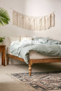 Urban Outfitters Bohemian Platform Bed cozy bedroom ideas//minimalist//bedroom ideas//bedroom decor//room decor//home decor//living room // home hacks//home remedies Wood Room Divider, Room Divider Screen, Room Screen, Bohemian Bedrooms, Bohemian Bedding, Villa Design, Home Design, Design Ideas, Home Bedroom