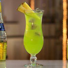 Fruity Alcohol Drinks, Drinks Alcohol Recipes, Yummy Drinks, Punch Recipes, Drink Recipes, Salad Recipes, Hawaiian Cocktails, Fun Cocktails, Cocktail Drinks