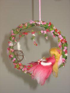 Doornroosje by Oohhh, new project. Wreath Crafts, Yarn Crafts, Felt Crafts, Wet Felting, Needle Felting, Diy Laine, Hedgehog Craft, Felt Angel, Felted Wool Crafts
