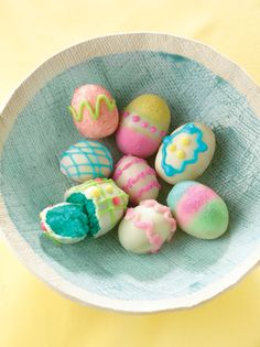 Easter Egg Cake Bites- this looks so easy!  Bake cake mix, crumble up and mix with marshmallow creme, then roll into egg shapes, refrigerate and decorate!
