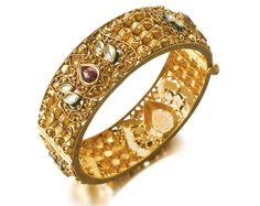 This bangle bracelet by Tanishq is stunning! I Love Jewelry, Gold Jewelry, Bengali Bride, Punjabi Bride, Ring Bracelet, Bangle Bracelets, Tanishq Jewellery, Wedding Ornament, Gold Bangles