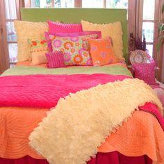 20 Tween Bedroom Decorating Ideas for Girls - Home Interior Design Ideas Teen Bedding Sets, Teen Girl Bedding, Teen Girl Bedrooms, Eclectic Bedding, Bright Bedding, Bright Pillows, Colorful Bedding, Teen Bedroom Makeover, Bedroom Orange