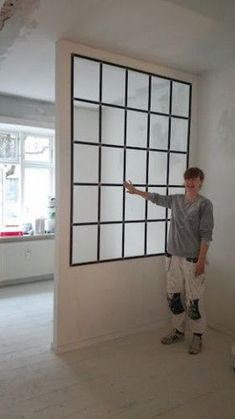 Her med glas lagt i sort silicone. Room Deviders, Deco Studio, Interior Windows, Home Decor Trends, Decor Ideas, My Dream Home, Small Spaces, Building A House, New Homes