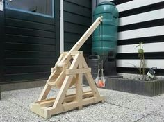 Trebuchet Patio Decorating Ideas, Wood Fence Ideas, Cool Backyard Fence Decorations Before you can c Wood Shop Projects, Stem Projects, Projects For Kids, Woodworking Toys, Woodworking Projects, Wood Crafts, Fun Crafts, Simple Machines, Backyard Games