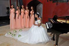 Bruidsdames japonnen en sluier van de bruid gemaakt door Javinaro www.javinaro.nl