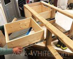 Home diy – Appt Mudroom Bench with Easy Drawers Bench With Drawers, Diy Drawers, Built In Bench, Diy Bench Seat, Diy Storage Bench, Ana White, Breakfast Nook Bench, Eat Breakfast, Diy Bank