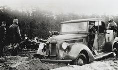 Oefeningen met een Ford pag-trekker op de Artillerie Motor Rijschool te Apeldoorn.