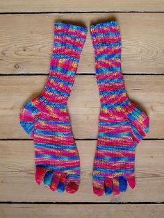 rainbow_toe_socks Toe Socks, Knit Crochet, Rainbow, Knitting, Hats, Wrist Warmers, Rain Bow, Rainbows, Tricot
