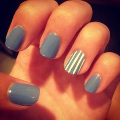 Solid colored nails with a vertical striped accent nail Fancy Nails, Love Nails, How To Do Nails, Pretty Nails, My Nails, Accent Nail Designs, Cute Nail Designs, Art Designs, Manicure Y Pedicure