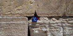 En el muro de los lamentos en jerusalem.. Dios esta con nosotros