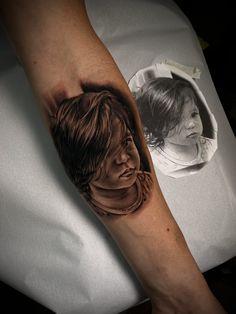 Tatuagem em realismo: encontre tatuadores agora! - Blog Tattoo2me Portrait, Tattoos, Blog, Tattoo Studio, Get A Tattoo, Tatuajes, Headshot Photography, Tattoo, Portrait Paintings
