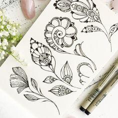 Молескин, к которому я всегда возвращаюсь ❤️ У меня много блокнотов, а этот стал особенным   А у вас такие скетчбуки есть?) Какой фирмы?) .  .  .  .  .  #мандала#орнамент #узор#graphic#art#дудлинг#mandala #ornament#pattern#originalart#рисунок #geometry#zentangle#зентангл #медитация#zenart #instagood #drawing#artwork#tattooart#tattoo  #henna#ПурпурнаяМята#mandalaart #beautiful_mandalas #artists_magazine  #tattoopins#nawden#arts_help #зенарт