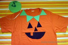 Jack-o-lantern face on an orange shirt.  オレンジTシャツにジャッコランターンのかお。