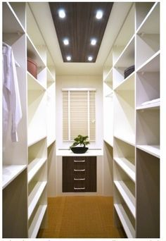 Walk In Closet Ideas - Trying to find some fresh ideas to renovate your closet? Visit our gallery of leading deluxe walk in closet design ideas as well as photos. Diy Walk In Closet, Organizing Walk In Closet, Walk In Closet Design, Bedroom Closet Design, Wardrobe Closet, Closet Designs, Master Closet, Closet Organization, Bedroom Decor