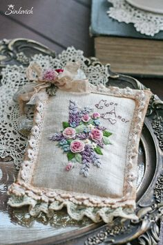 Wonderful Ribbon Embroidery Flowers by Hand Ideas. Enchanting Ribbon Embroidery Flowers by Hand Ideas. Learn Embroidery, Rose Embroidery, Japanese Embroidery, Silk Ribbon Embroidery, Embroidery Applique, Embroidery Stitches, Embroidery Patterns, Lavender Bags, Brazilian Embroidery