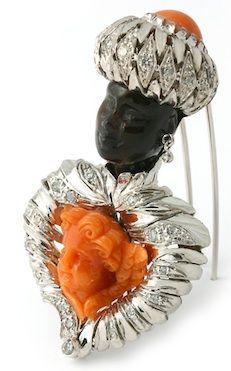 Ébano, oro blanco, coral tallado y diamantes.