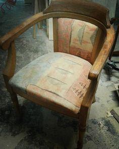 """Projekt Fotele Dwa"" Na zdjęciu tylko jeden.:) Pełna renowacja ze zmianą koloru i tapicerki według projektu inwestorki. #armchair #seats #furniture #oak #wood #nature #change #old #renovation #upholstery #sourcream #lacquered #carpenter #joinery #workshop #conservator #renovation #workshop #painting #cleaning #vintage #rustic #woodworking #love #boring #Poland #lubuskie #Świebodzin #handmade #live"