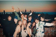 Alv🧡😭 Bts Group Photos, Blackpink Photos, Bts Pictures, K Pop, Bts Twice, Boy And Girl Best Friends, Bts Girl, Kpop Couples, Sad Art