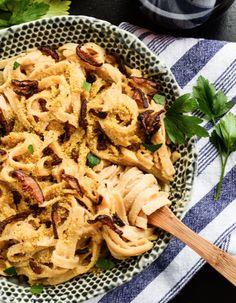 Vegan Mushroom Carbonara Pasta http://veganrecipepins.com/mushroom-carbonara-pasta/
