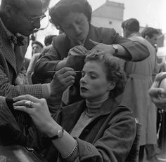 Ingrid Bergman's hair and makeup being touched up on the set of Roberto Rossellini's Viaggio in Italia I Journey to Italy during filming near Naples, 1953 Ingrid Bergman, Steve Mcqueen Director, Roberto Rossellini, Classic Film Noir, Soul Friend, Maureen O'hara, Dave Matthews Band, Romy Schneider, Film Director