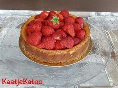 Aardbeien cheesecake Cheesecake, Desserts, Food, Tailgate Desserts, Deserts, Cheesecakes, Essen, Postres, Meals