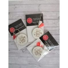 Llavero mejor madre Personalised Keyrings, Pom Poms, Get Well Soon, Crates