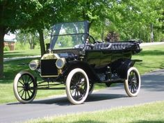 1914 Ford Model T Touring Car. Isn't it just too cool?
