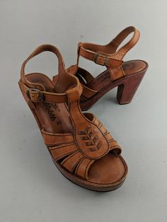 8fa233e2f8a 70s Vintage Wooden Sandals Size 9B Platform Heel Woodworks by Thom McAn  Hippie Brown Leather by