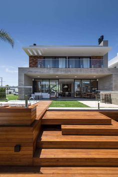 Casa This house get the place in the Sinduscon Litoral Norte / RS residential category award. _ Architecture by _ Photography by Architecture Design, Modern Architecture House, Modern House Plans, Modern House Design, Style At Home, Bungalow Haus Design, Facade House, House Goals, Home Fashion