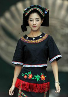 Gelao ethnic traditional costume in Guiyang, southwest China's Guizhou Province
