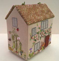 'Home Sweet Home' by Carolyn Pearce Sewing Caddy, Sewing Box, Sewing Notions, Sewing Crafts, Sewing Projects, Crochet Organizer, Sewing Pockets, Sewing Machine Accessories, Fabric Boxes