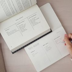 Putting the bullet journal method into practice. Who else is reading the book? How To Bullet Journal, Bullet Journal Notebook, Bullet Journal Aesthetic, Bullet Journal School, Bullet Journal Ideas Pages, Bullet Journal Inspiration, Journal Pages, Journals, Bullet Journal Project Planning