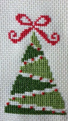Cross Stitch Christmas Ornaments, Xmas Cross Stitch, Cross Stitch Heart, Cross Stitch Cards, Cross Stitch Borders, Christmas Embroidery, Cross Stitch Designs, Cross Stitching, Cross Stitch Embroidery