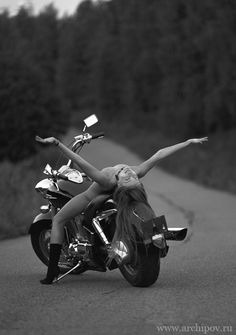 """biker-queens: """"Biker Queen """" Over Real Biker Babe, Biker Event, Motorcycle and incredible photos of Professional models posing with bikes of all kinds… More published every. Lady Biker, Biker Girl, Boho Chick, Chicks On Bikes, Motorbike Girl, Motorcycle Girls, Rocker, Street Bikes, Harley Davidson Motorcycles"""