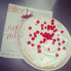 Buttercake with - Light red berries icing!