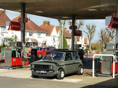 Mornin Miniacs Its FILL UP FRIDAY & we hit the pumps with a crackin Clubby topping up the tank! Have a great day folks