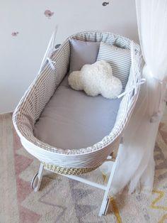 CESTOS MOISES #mosesbasket#love#baby#kidsroom#mimitoshome Baby Bassinet, Baby Cribs, Nursery Room, Baby Room, Cradles And Bassinets, Baby Baskets, Moses Basket, Baby Nest, Baby Swings