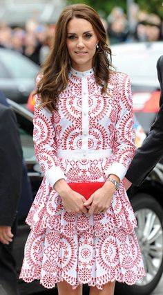 Kate wears a £4000 Alexander McQueen dress, a £650 Miu Miu shoulder bag and red Hobbs court shoes as she walks off a seaplane and tours Vancouver, Canada.  • Celebrity WOTNOT  --------------- For further information on these stories and images please visit www.celebritywotnot.com. These Images are ©Atlantic Images. No use without permission.